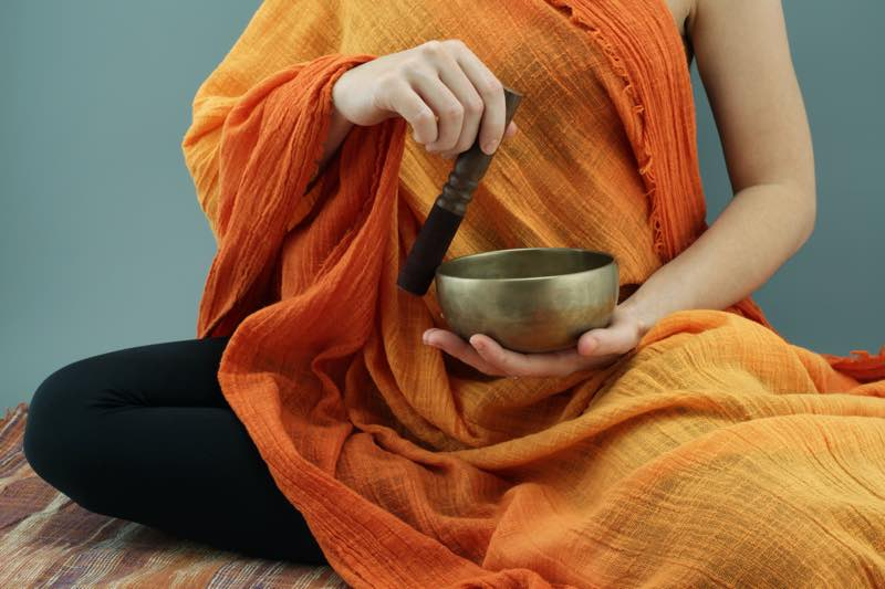 how to use singing bowls