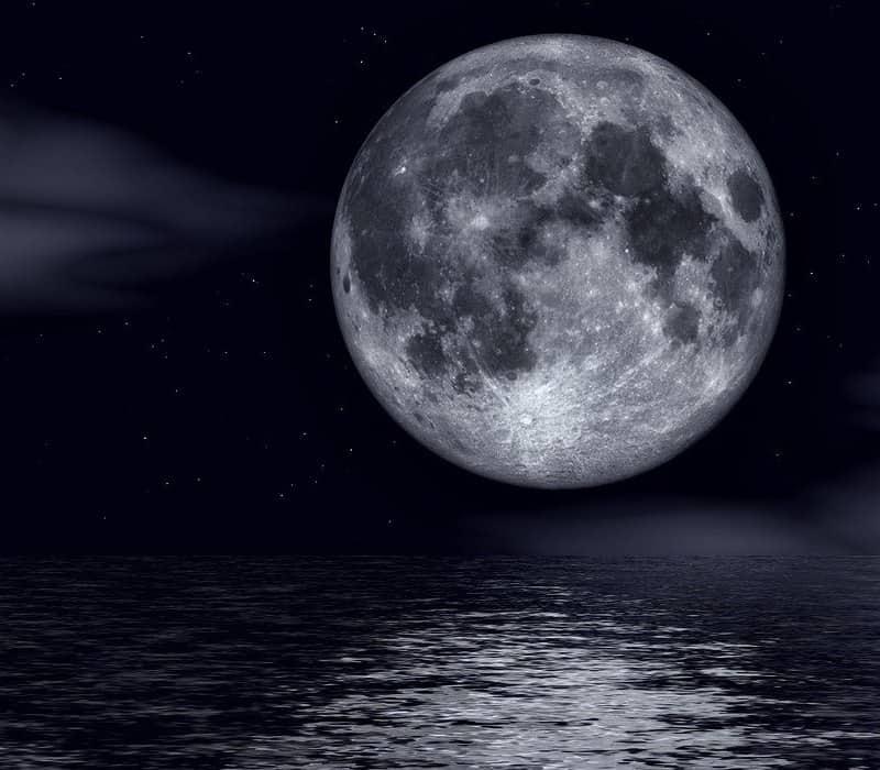 moon reading effect on sea